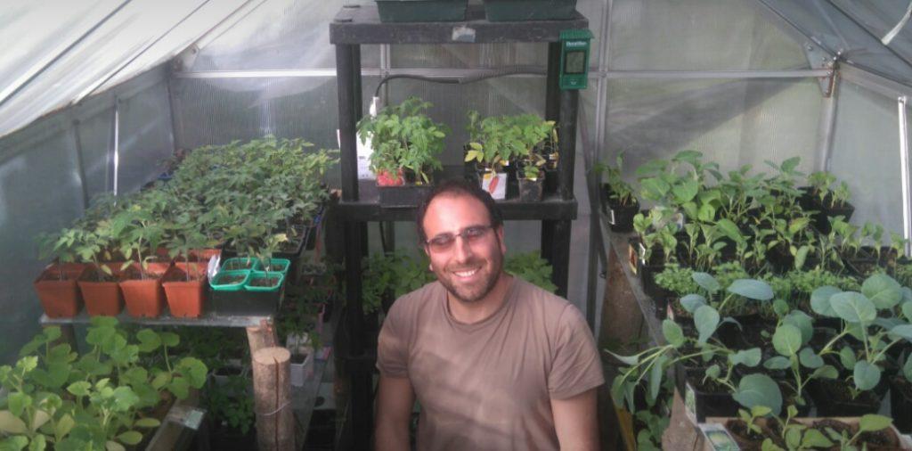 Ludovic entre c'est ces belle plantes.
